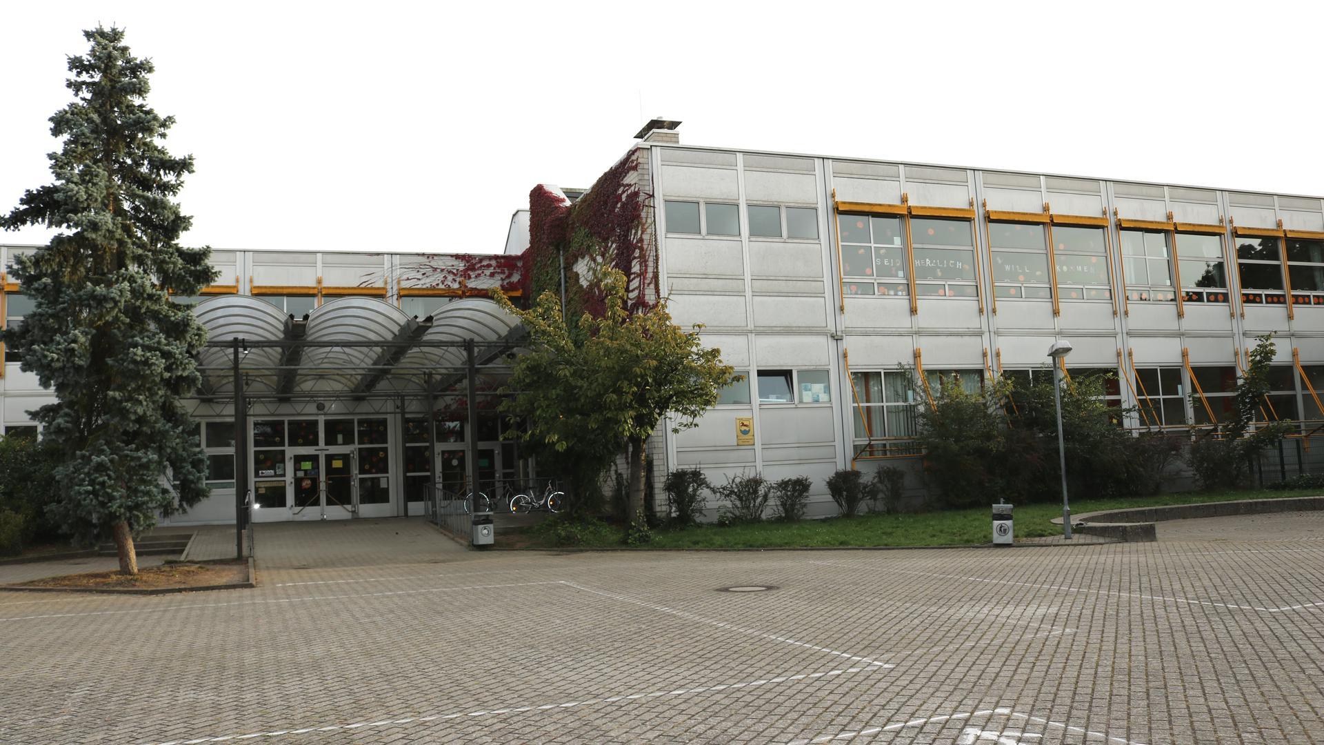 Schulgebäude von außen