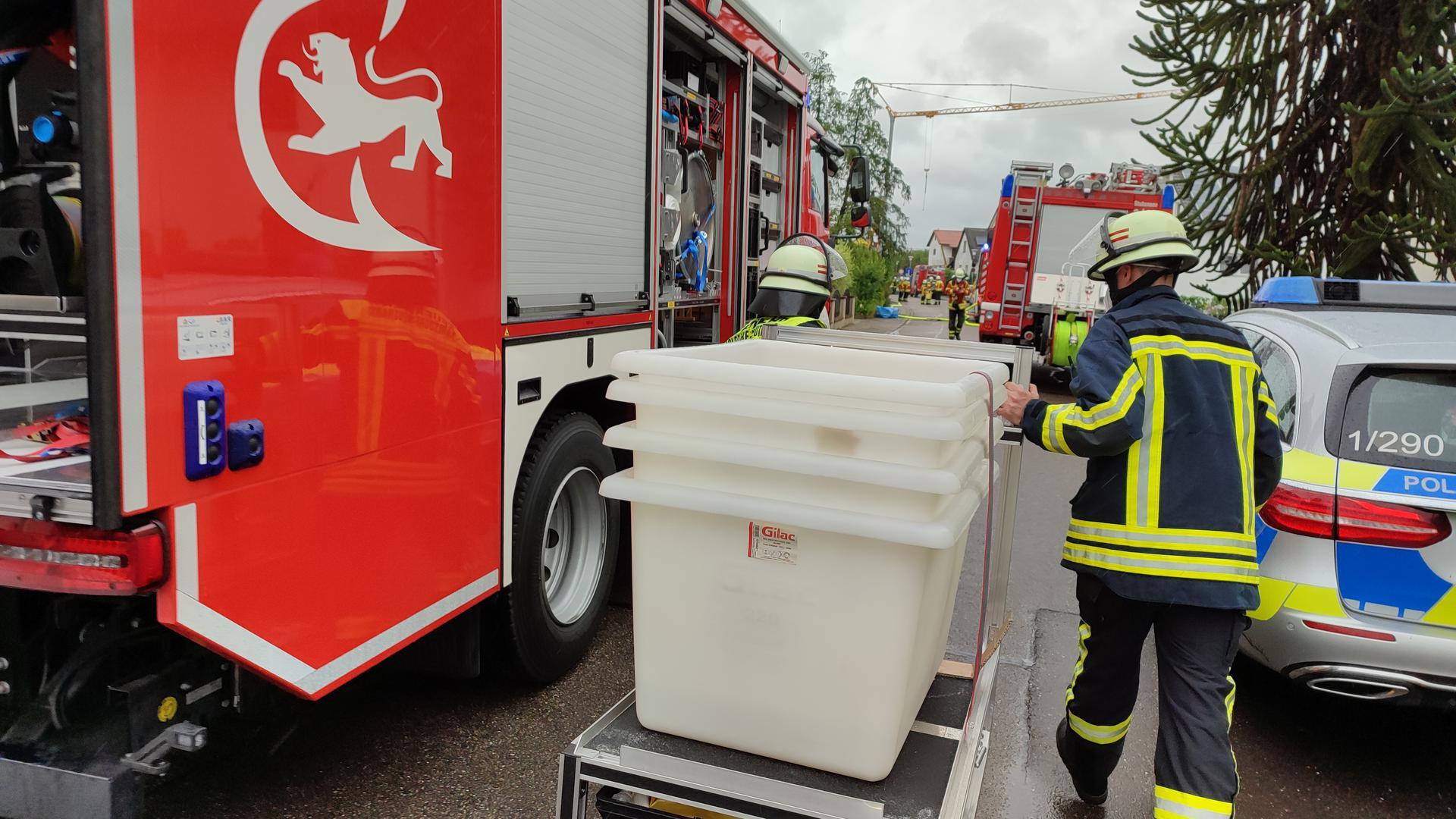 Einsatz in Stutensee: Feucht gewordene Chlortabletten waren die Ursache, dass Feuerwehr und Polizei ausrückten. Ob Chlorgas ausgetreten ist, konnte die Polizei auf Anfrage der BNN noch nicht sagen.