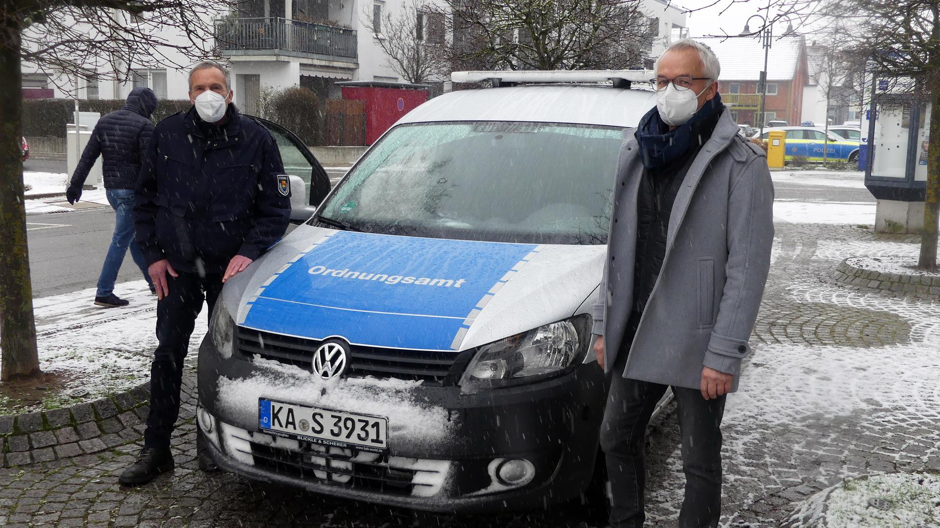 Wolfgang Rößler vom Stutenseeer Gemeindevollzugsdienst und Thomas Schoch vom Ordnungsamt.