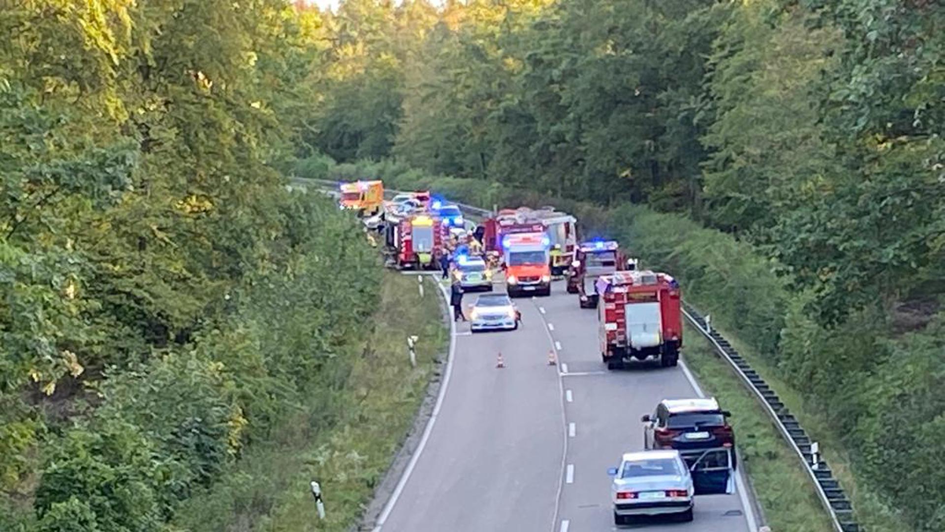 Feuerwehr und Rettungseinsatzkräfte sind vor Ort.