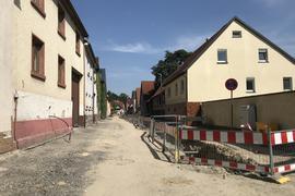 Die Jöhlinger Straße in Weingarten gibt derzeit ein ungewohntes Bild ab: Wo jahrzehntelang ein Auto hinter dem anderen fuhr, dominiert heute die Baustelle.