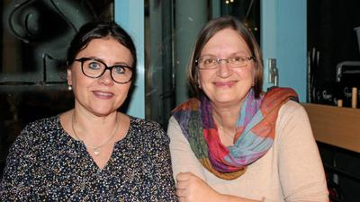 """Der beherzte Rettungseinsatz für Sonja Alber (rechts) bringt ihre Freundin und Kollegin Jolanta Duda jetzt nach Thailand. Der Radiosender SWR3 hatte für seine Reihe """"Elch und weg"""" nach besonders rührenden Erlebnissen gefragt."""