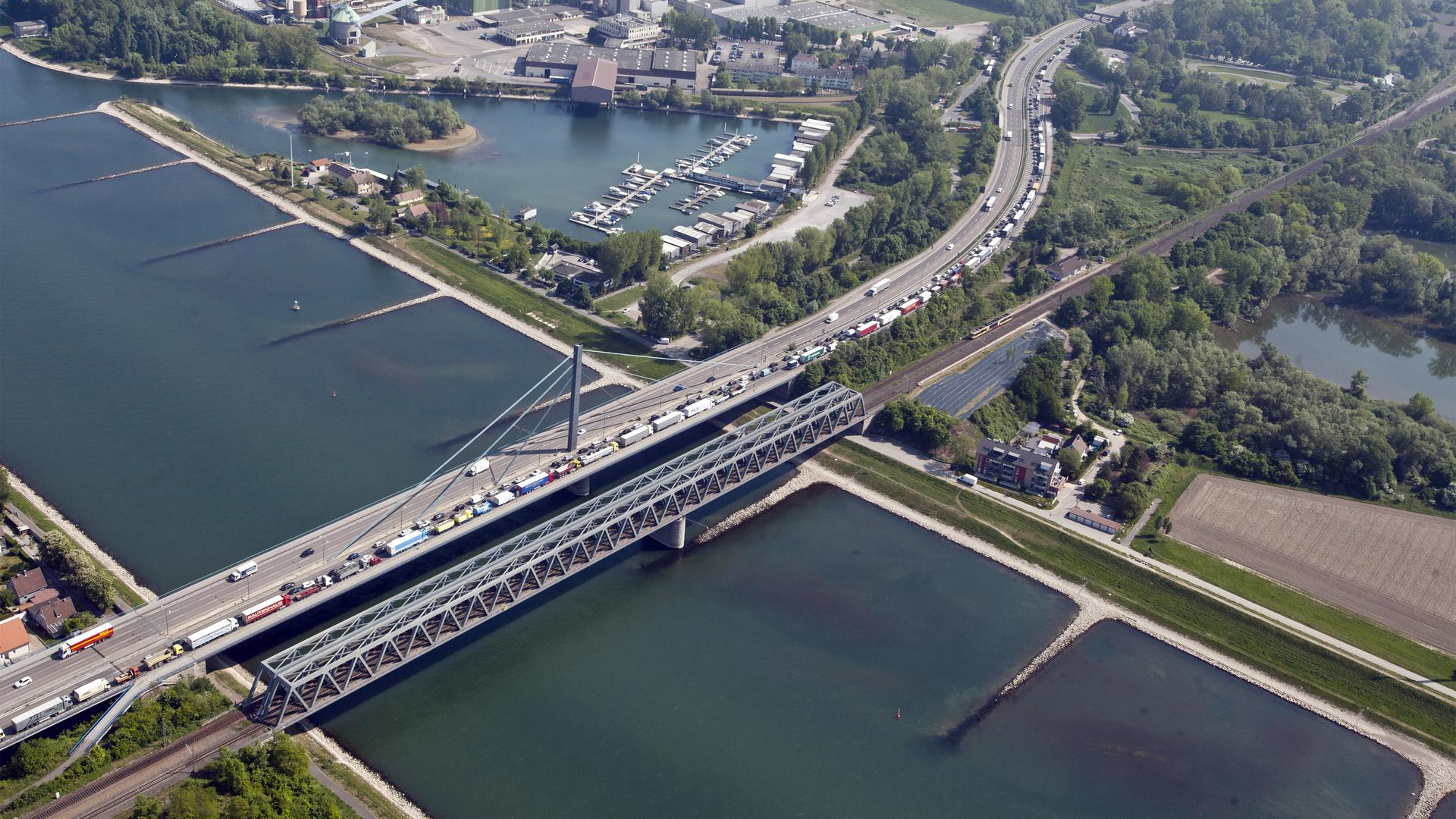 Stau Rheinbrücke Karlsruhe