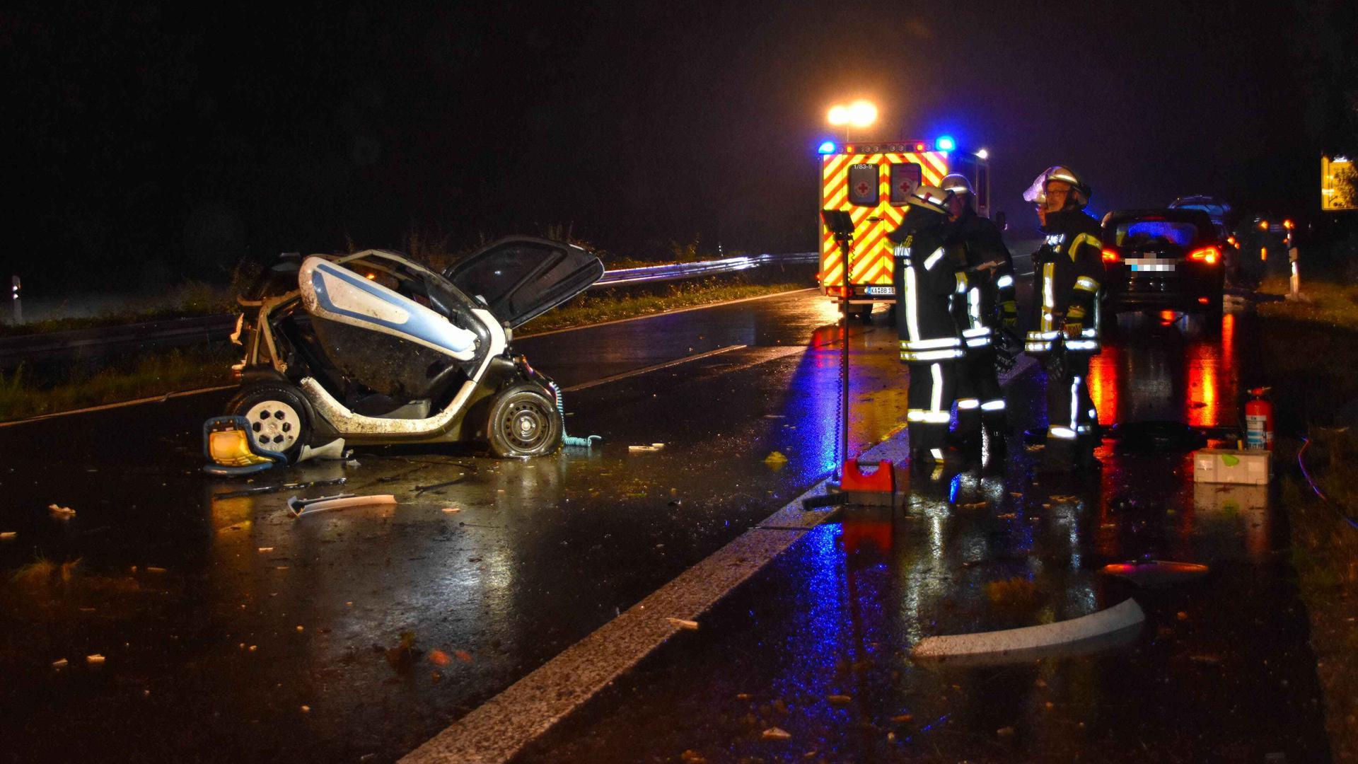 Das Elektroauto war nach dem Unfall total demoliert.
