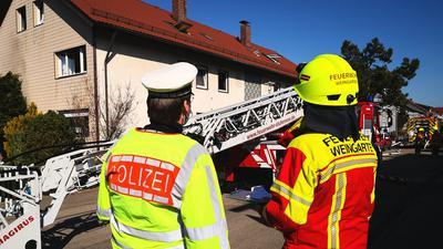 Einsatzkräfte fanden in einer verrauchten Wohnung in Weingarten eine leblose Person.