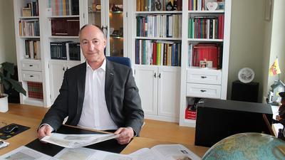 Mann am Schreibtisch