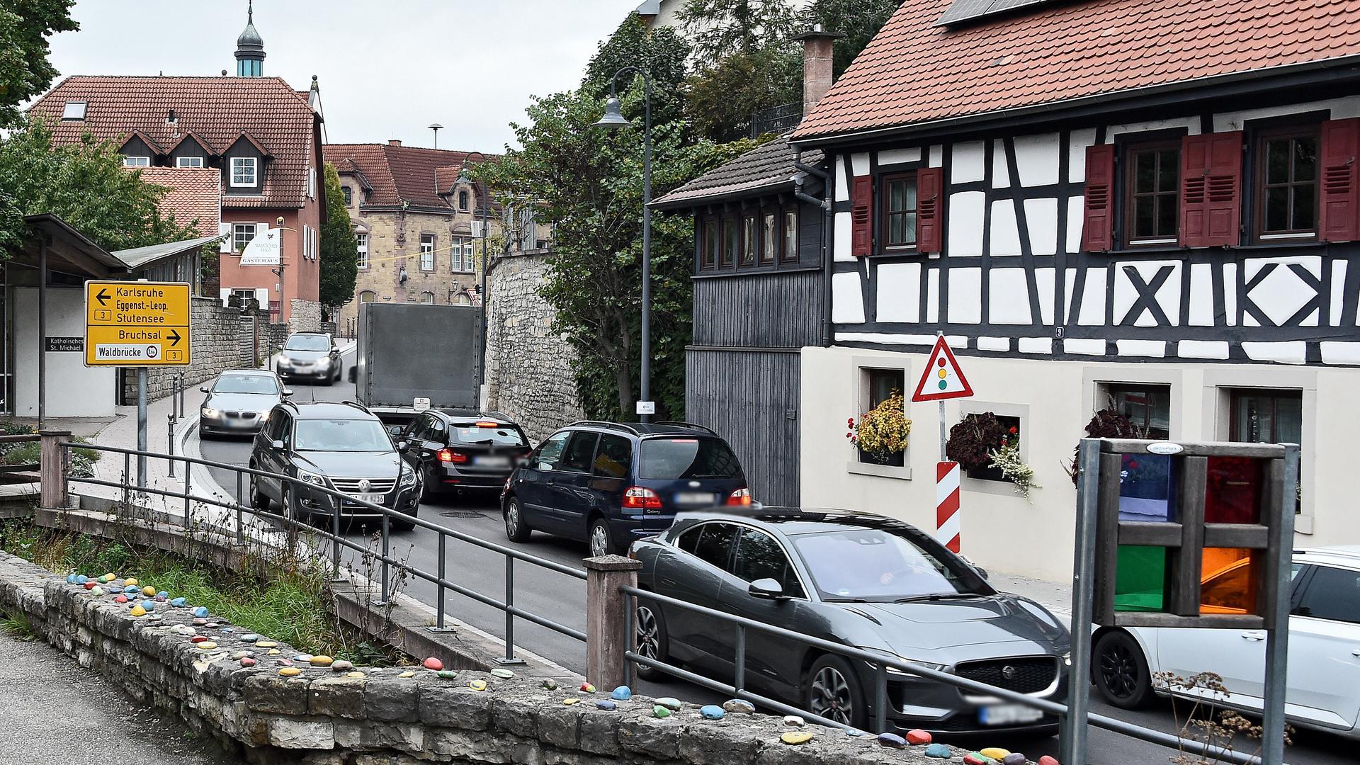11.10.2021 Verkehr Jöhlingerstraße in Weingarten