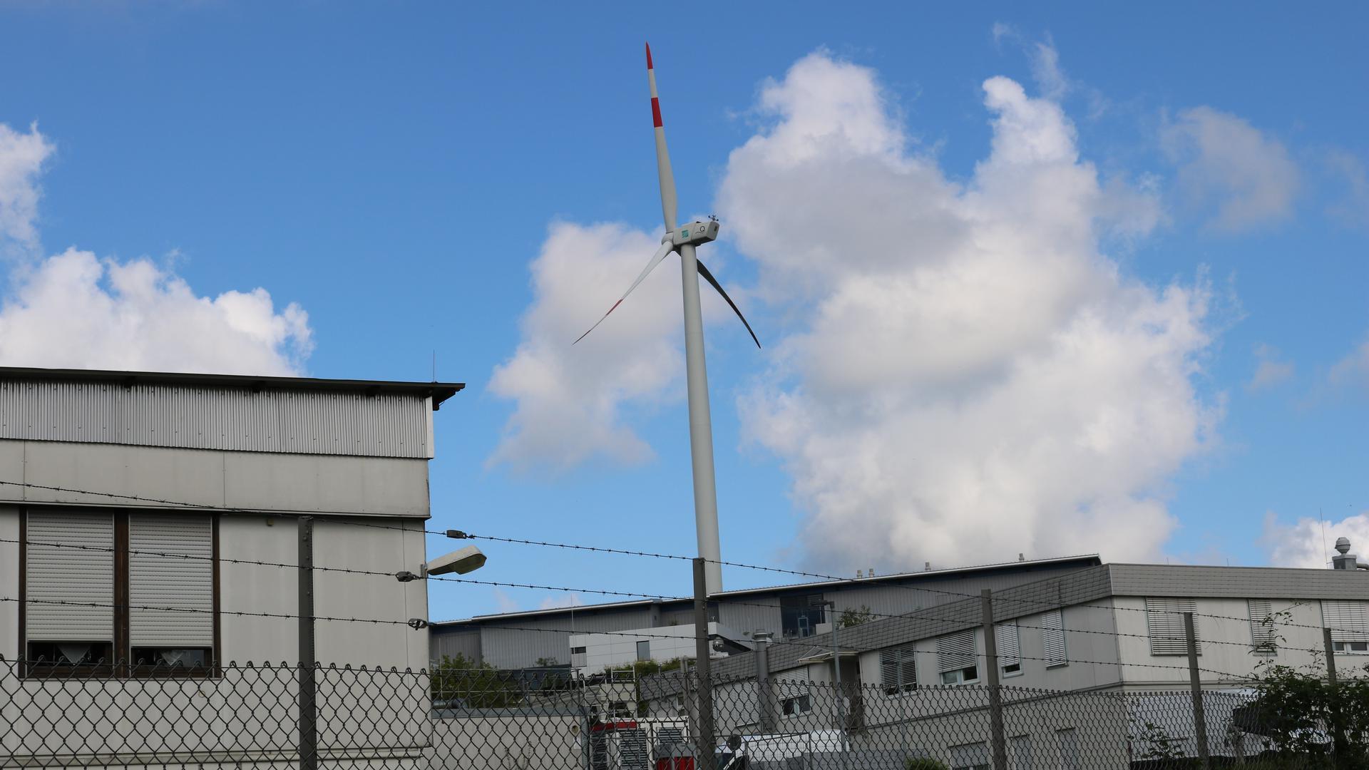 Nicht um Windkraft im Allgemeinen, sondern um einen Standort im Wald gehen in Weingarten die Meinungen auseinander. Gegen das Windrad auf dem Gelände des Fraunhofer Instituts ist nichts einzuwenden.