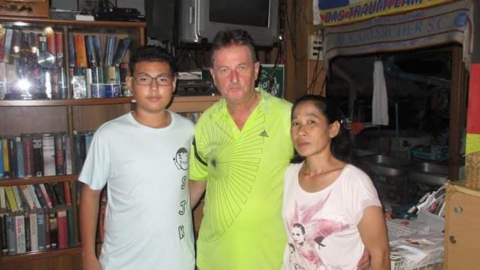 Peter Wrzesinski mit seiner Frau Urn und dem gemeinsamen Sohn Morgan.