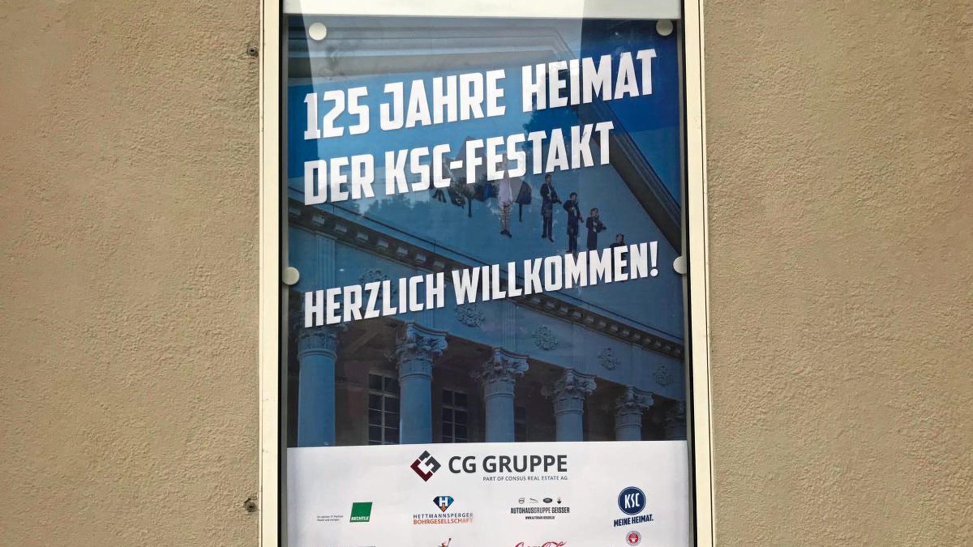 Willkommens-Plakat am Eingang.