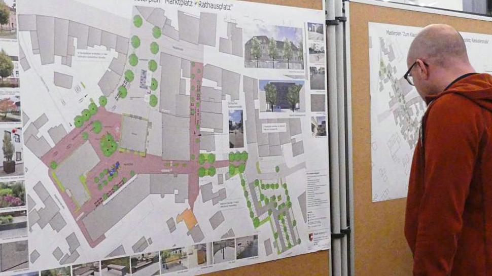 DIE BÜRGER informierten sich bei einer Informationsveranstaltung im Bürgersaal des Rathauses Am Markt aus erster Hand über den Masterplan.