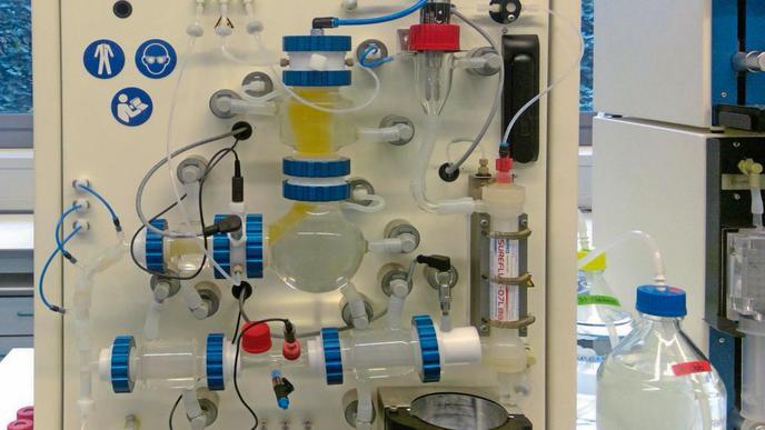Ein künstlicher Verdauungstrakt kann hier für manche Versuche verwendet werden, die sonst an Tieren durchgeführt werden müssten. Komplett ersetzen kann das Modell Tierversuche aber noch nicht.