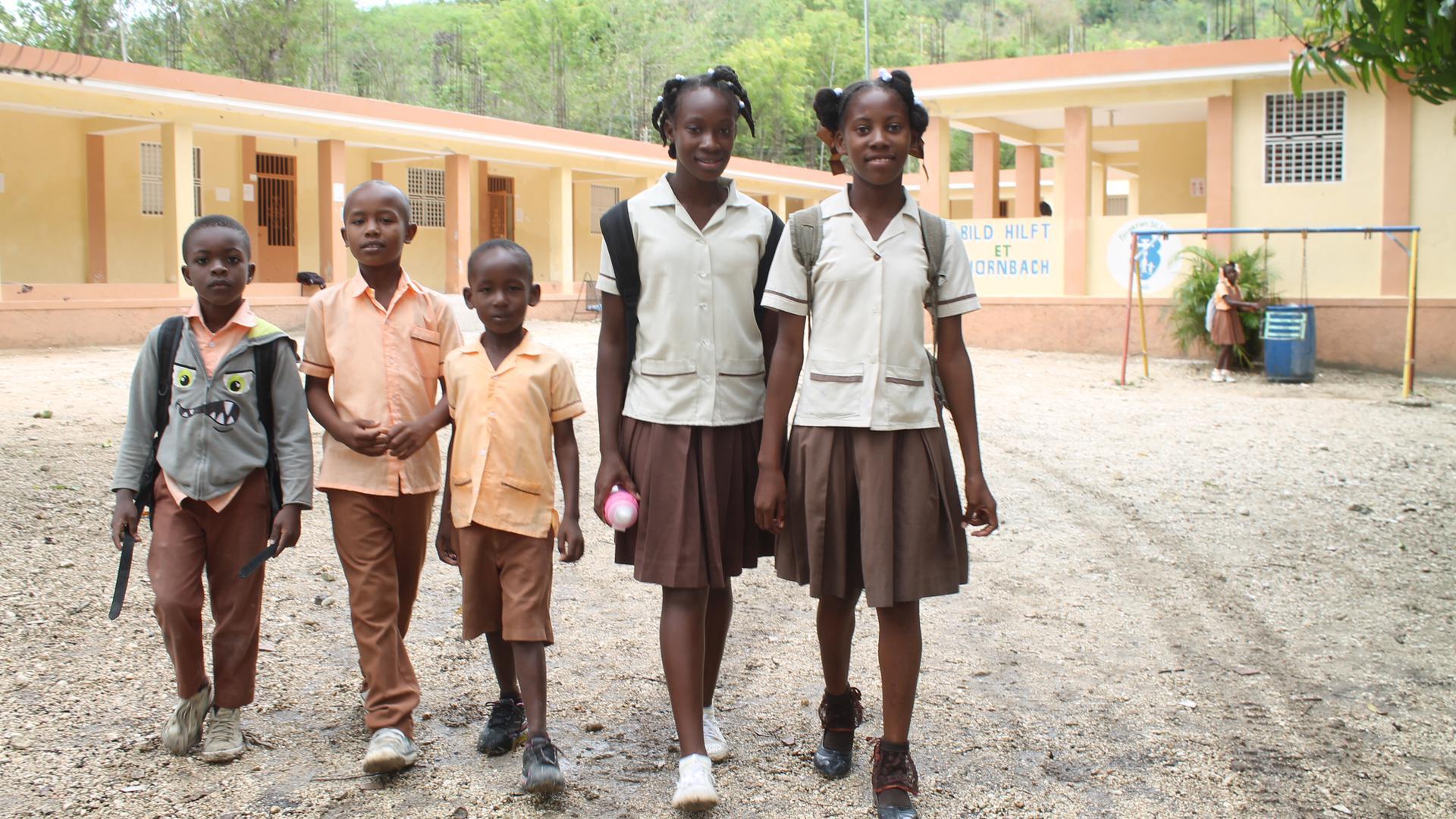 Die Kinder sind äußerst dankbar, dass ihnen die Möglichkeit geboten wird, eine Schule zu besuchen.