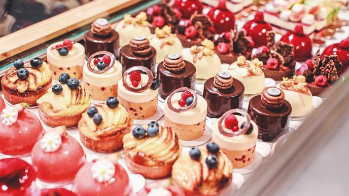 Mit erlesenen Törtchen, Macarons, Eclairs, Croissants, Pralinen und vielem mehr bringen die beiden ein kleines Stück Frankreich nach Karlsruhe.