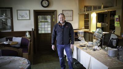 """Oliver Kärcher bietet in seinem Hotel """"zum Kärcher"""" in Corona-Zeiten nur noch ein spärliches Frühstück an."""