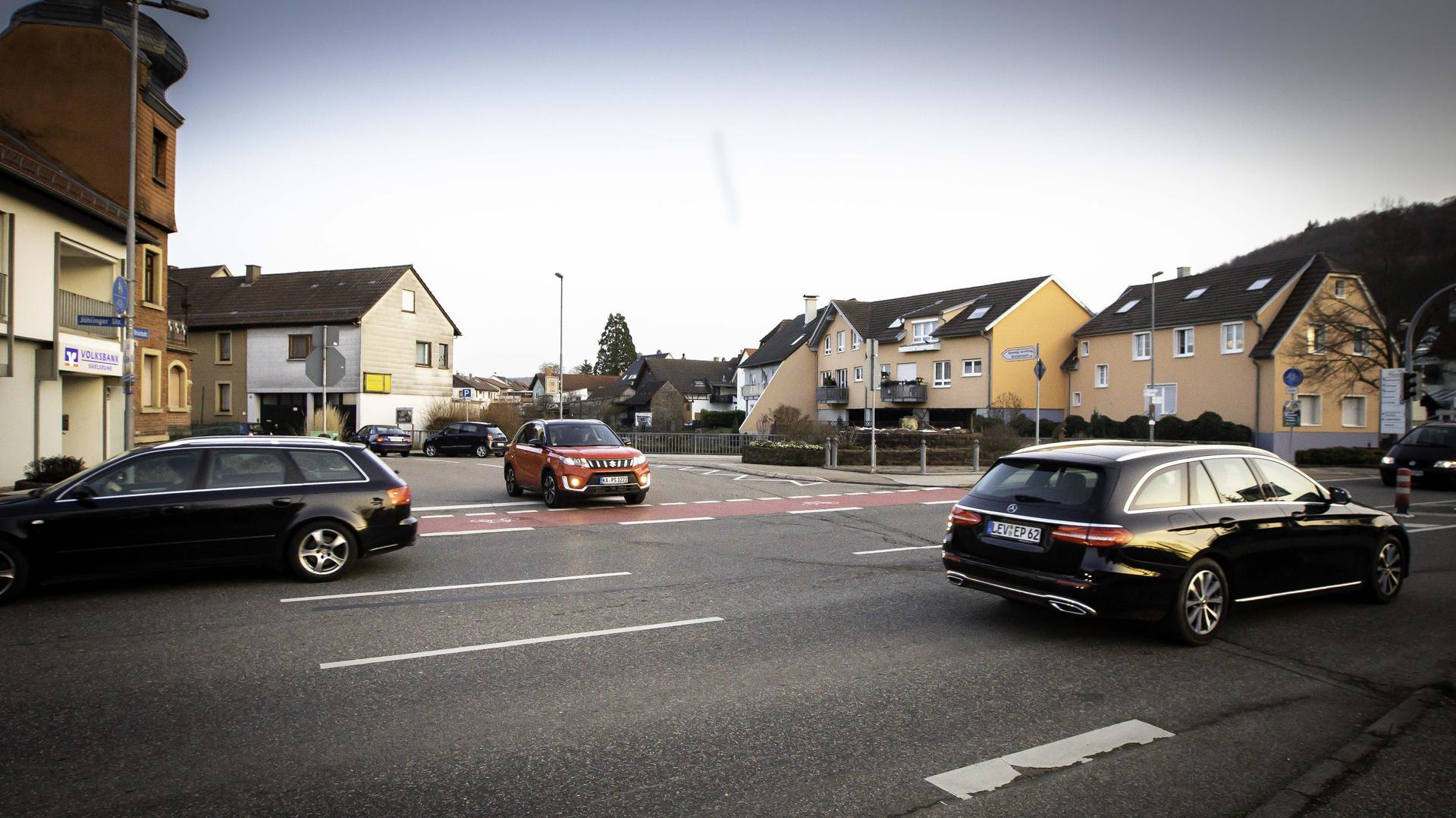 Kreuzung mit Radfahrerstreifen