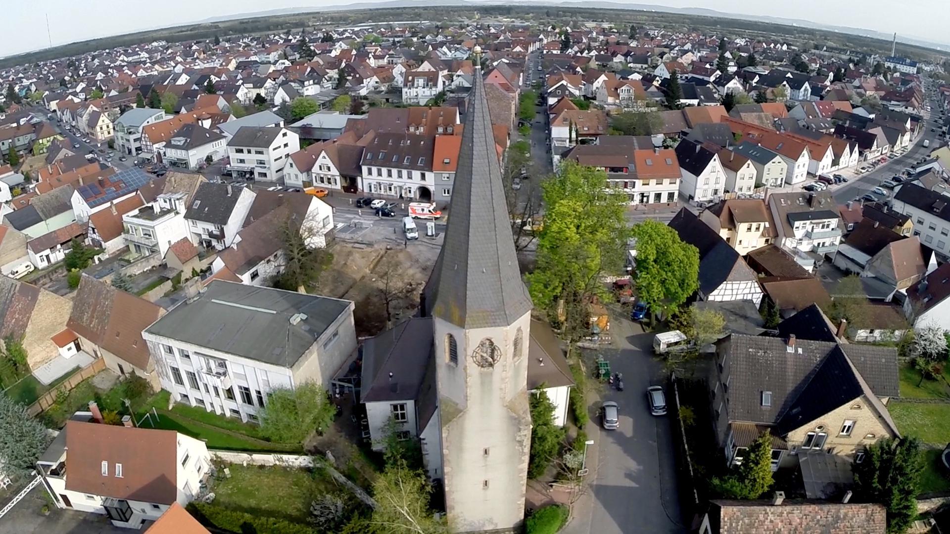 Eggenstein Kirche Hauptstrasse Luftbild Jens Erndwein CopterMedia