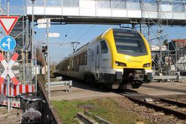 Zug + Bahnübergang