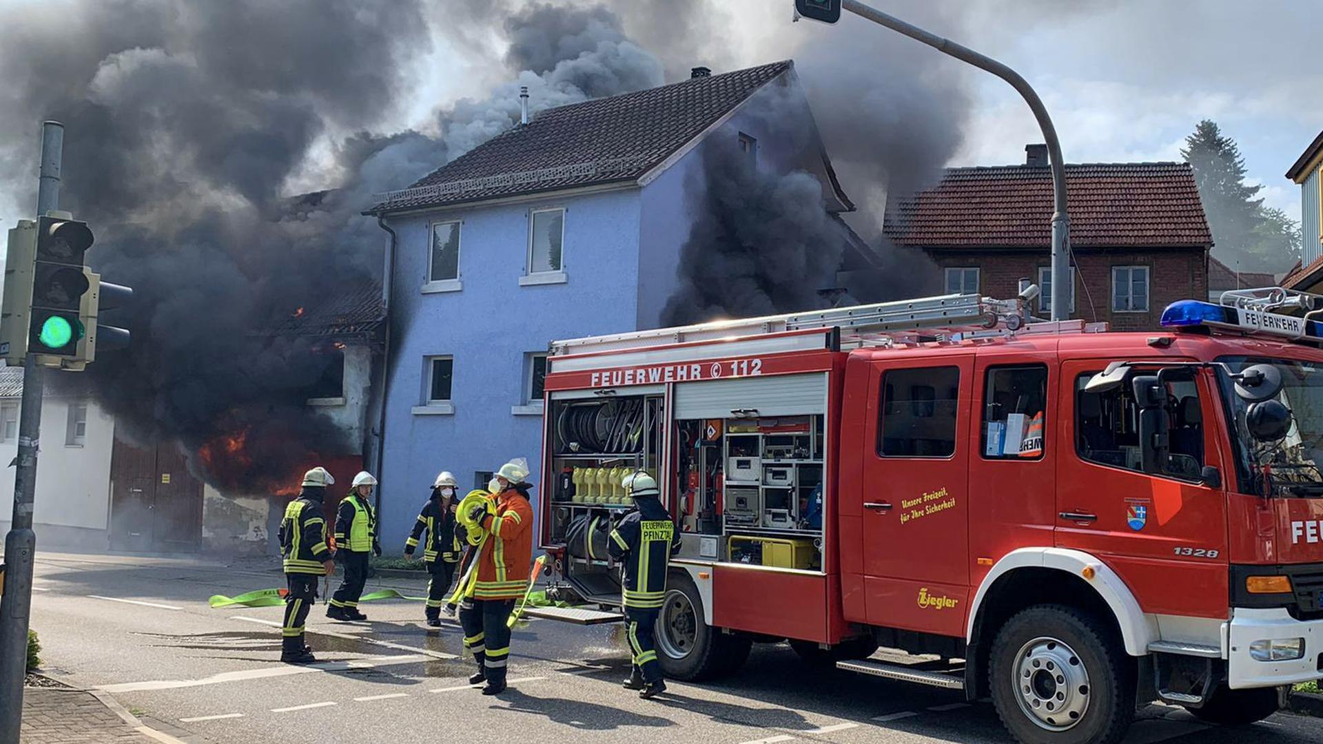 Die Feuerwehr ist in Pfinztal-Söllingen im Einsatz.