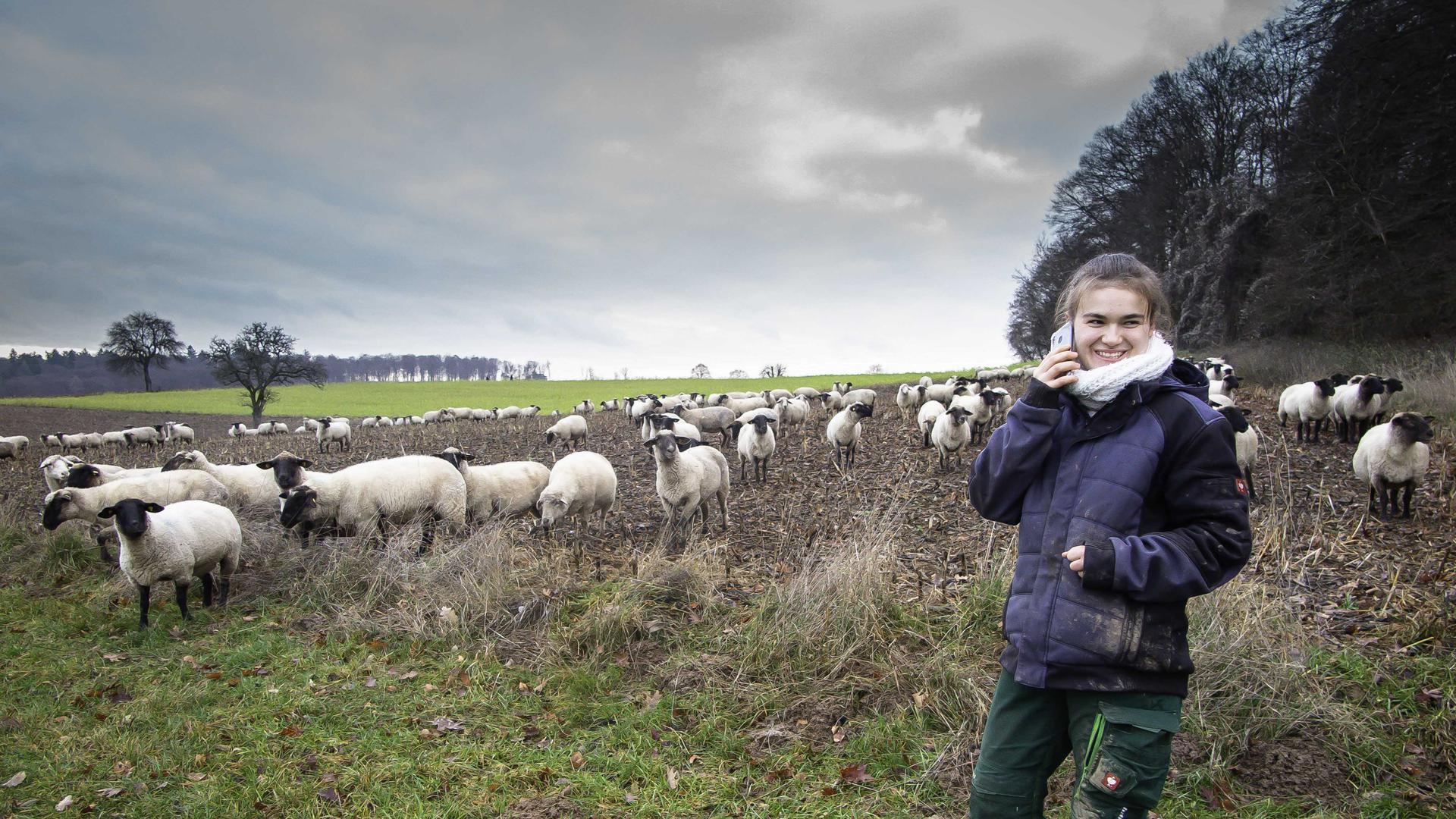 Selbsr während des Zuges mit ihrer Herde bleibt Julia Hellinger in Kontakt mit ihrer Mutter Zippora