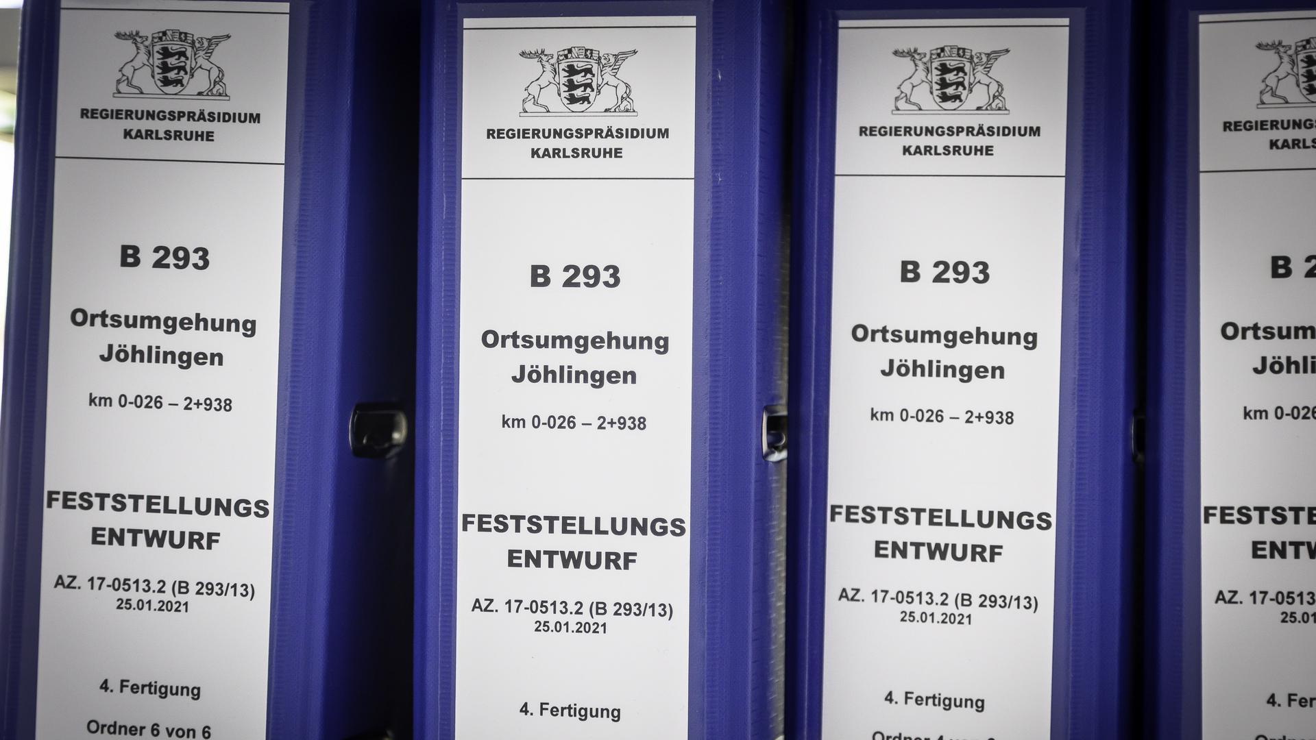 Wäschekorbweise lagen Akten des Planfeststellungsverfahrens zur Einsichtnahme in Zimmer 203 des 'Wössinger Rathauses bereit.