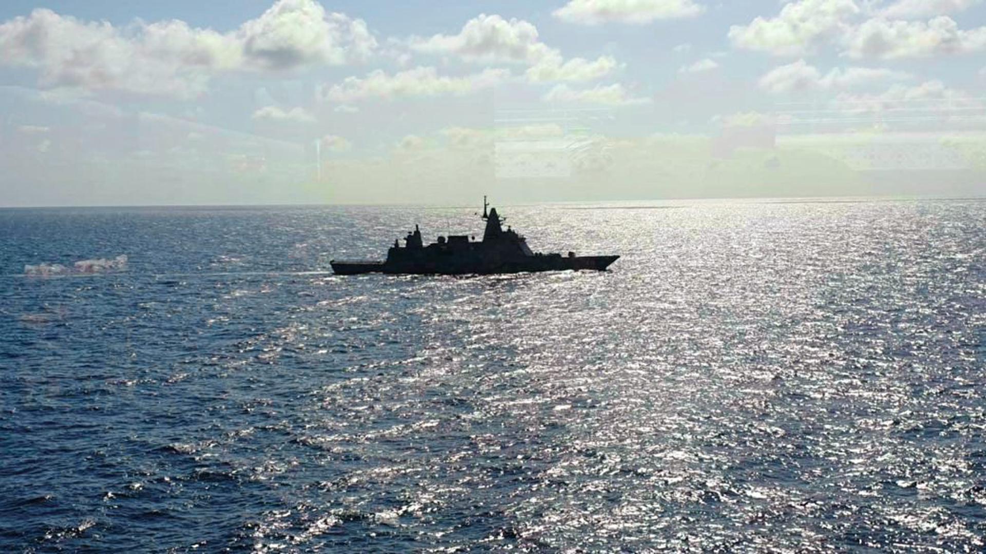 Ein Militärschiff hat die Fahrt der MS Westerdam gestoppt.