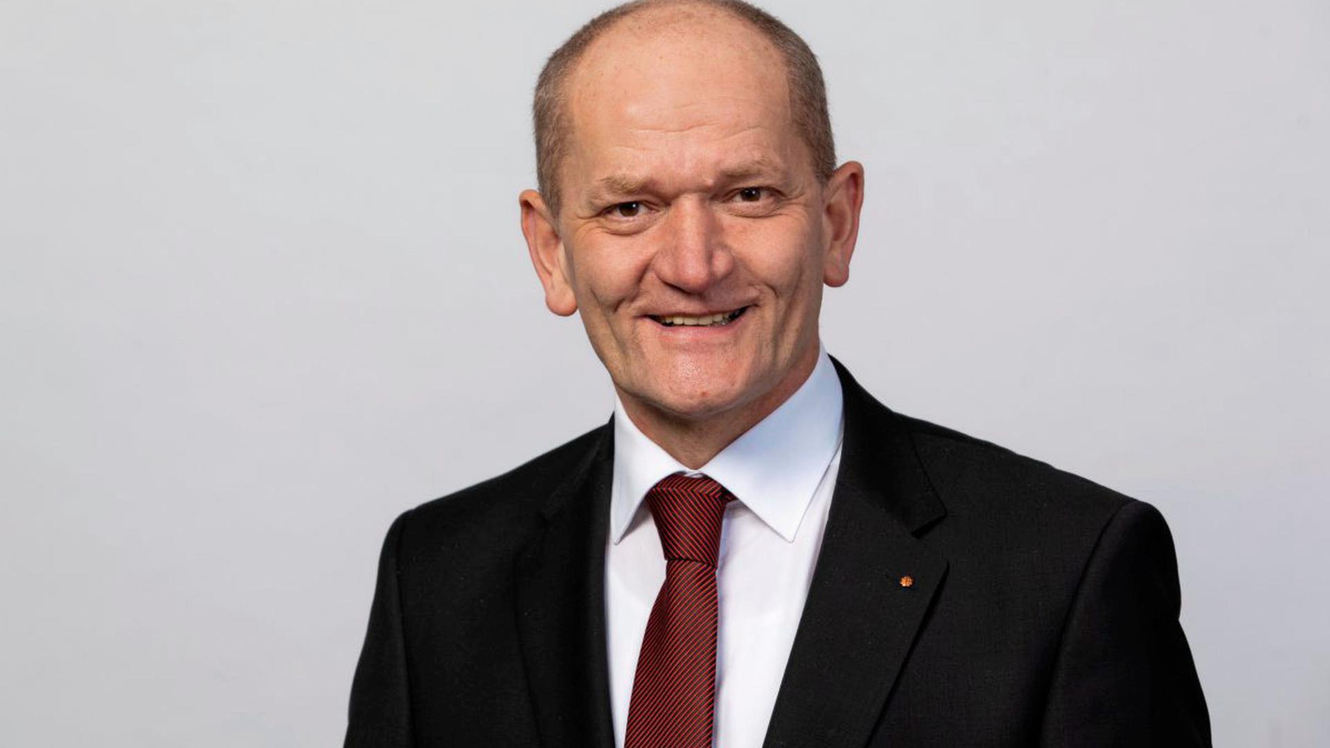 Dr. med. Wolfgang Miller ist Präsident der Landesärztekammer Baden-Württemberg und verweist im Fall des umstrittenen Posts eines Karlsruher Arztes auf Meinungs- und Wissenschaftsfreiheit.