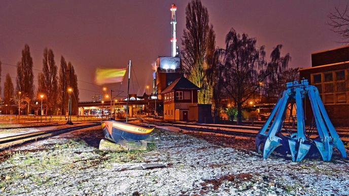 Schöne Lichterstimmung rund um das Kraftwerk am Rheinhafen.