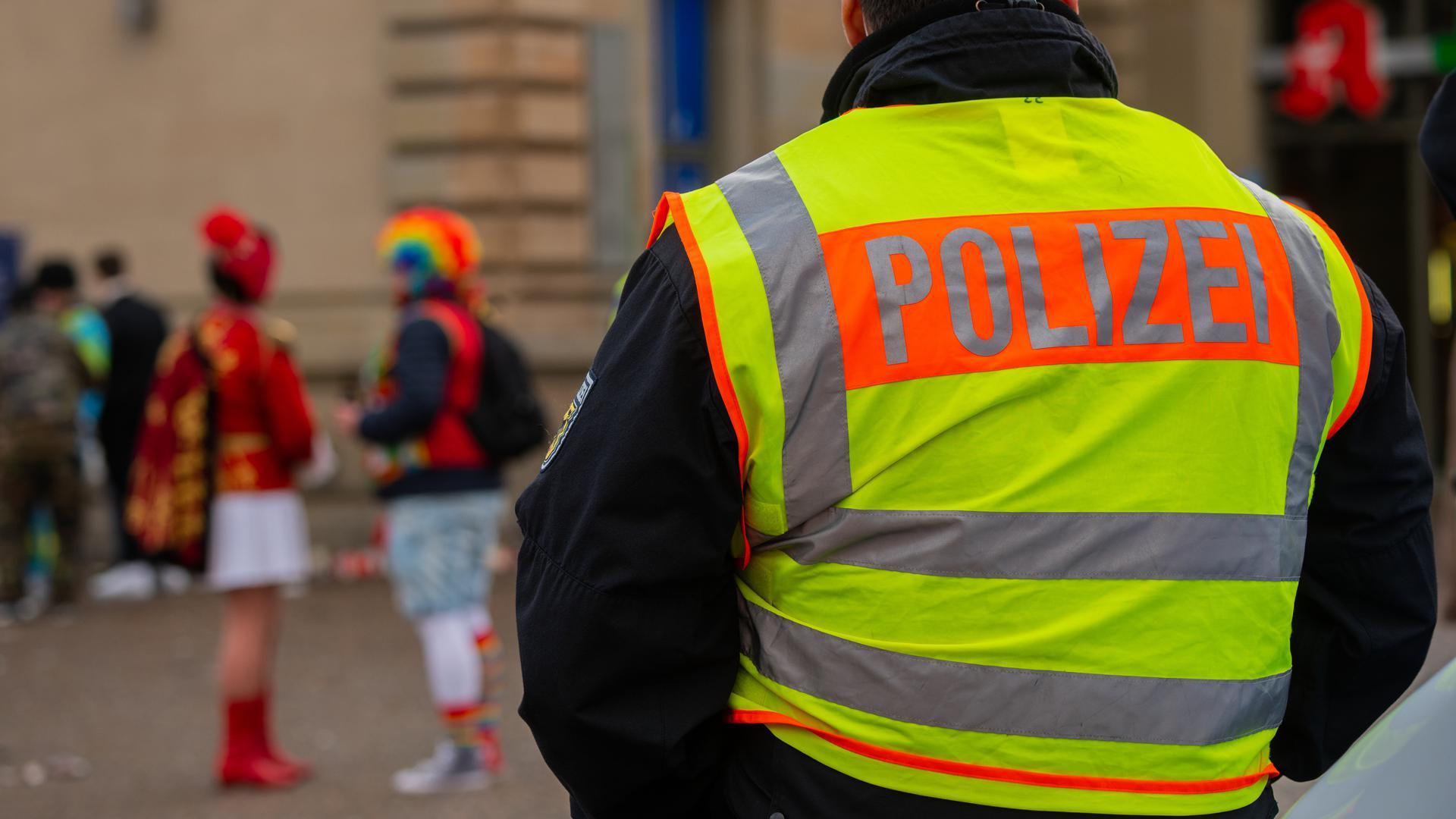 Verbotenes närrisches Treiben: Doch die Polizei ist schon vor Ort. (Symbolbild)