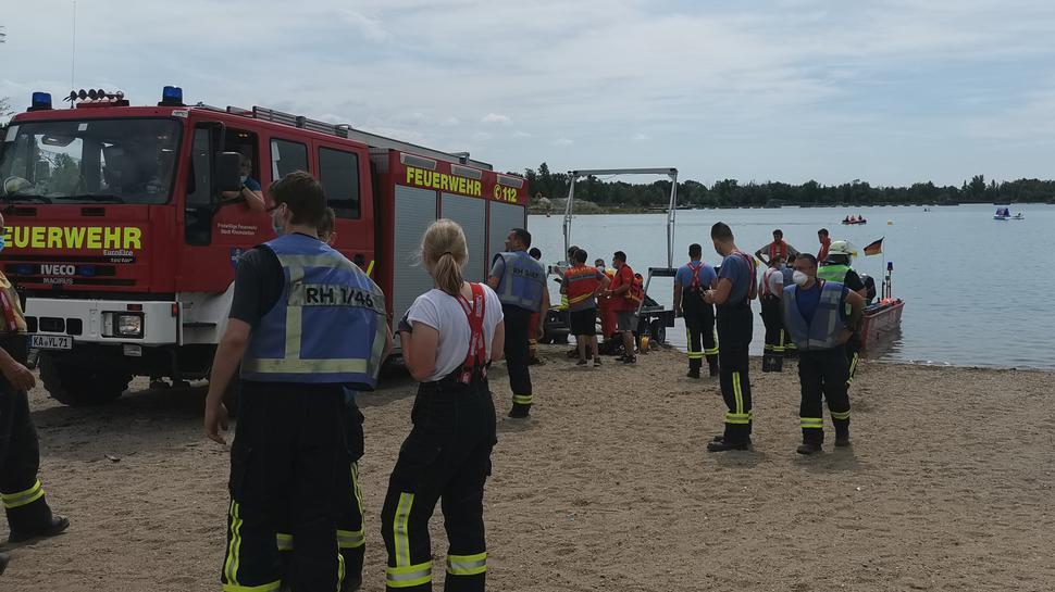 Feuerwehr und DLRG wurden zum Epplesee gerufen, wo eine Person unter Wasser entdeckt worden war.