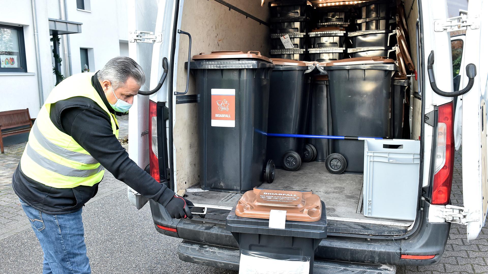 Die entsprechenden Behälter sind noch vor Weihnachten an die Haushalte ausgeliefert worden, die sich für die Biotonne entschieden haben.