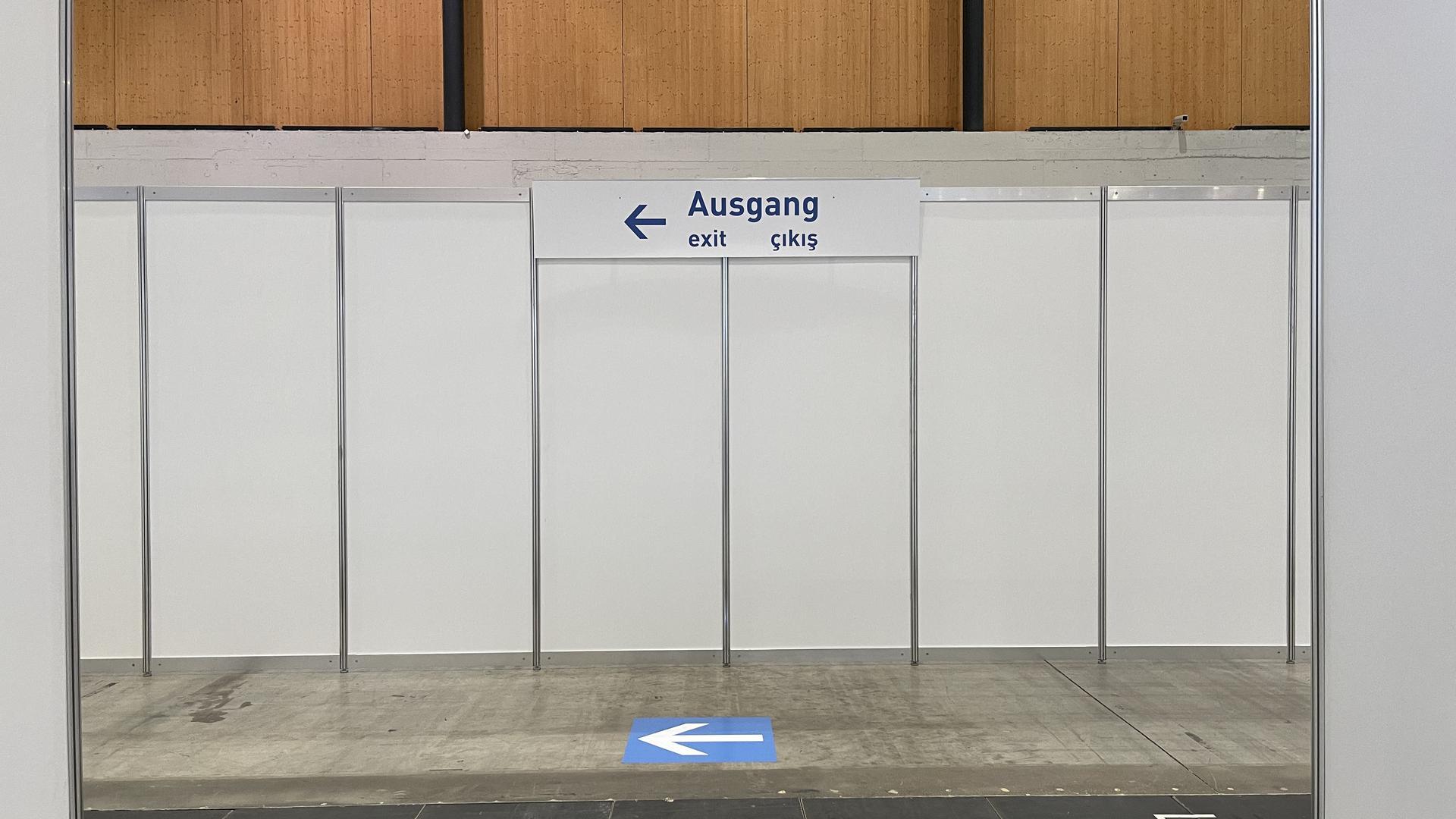 Richtungspfeil Ausgang Impfzentrum Messe Karlsruhe