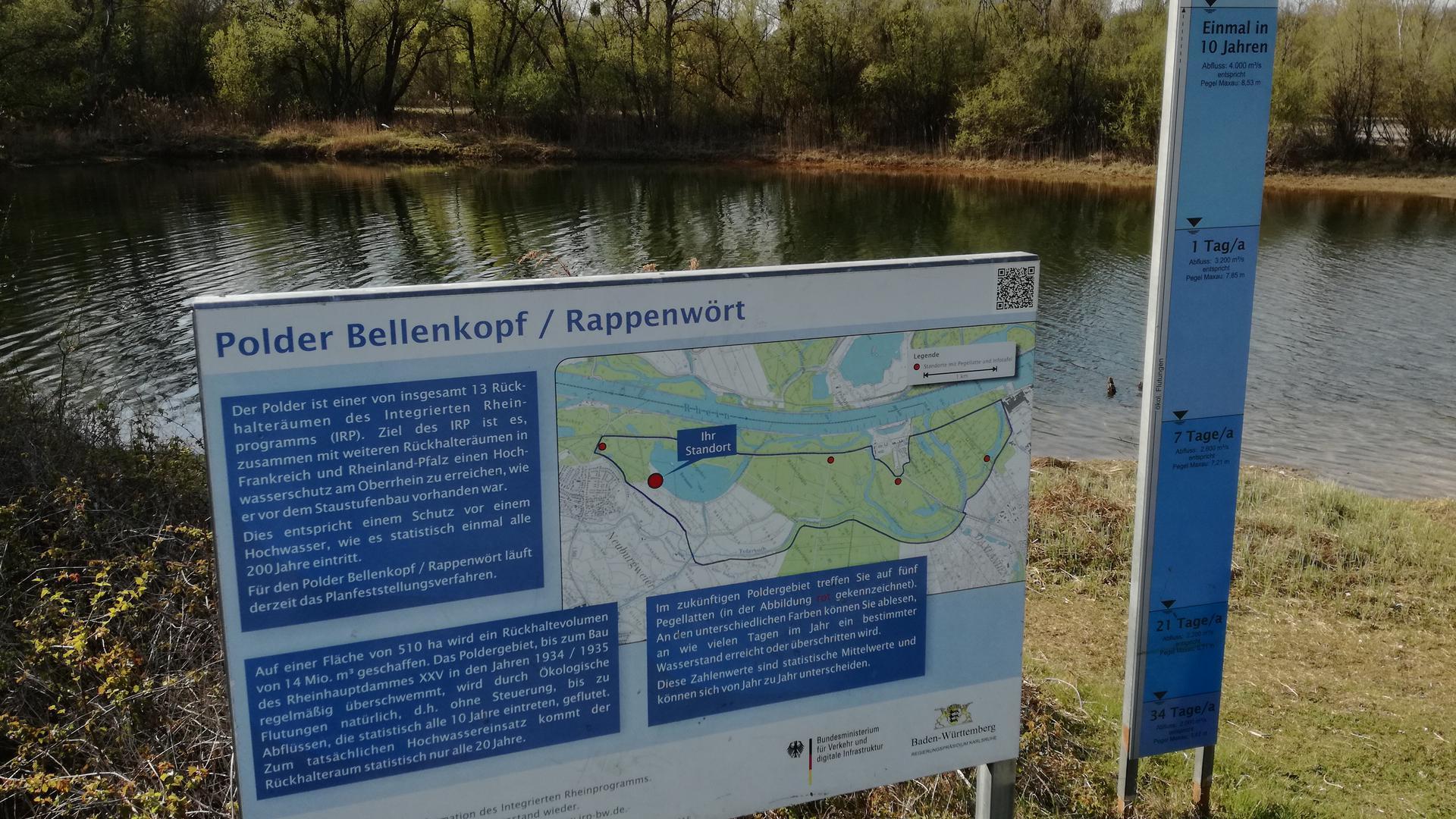 Ein Schild zum Polder Bellenkopf am Fermasee in Rheinstetten.