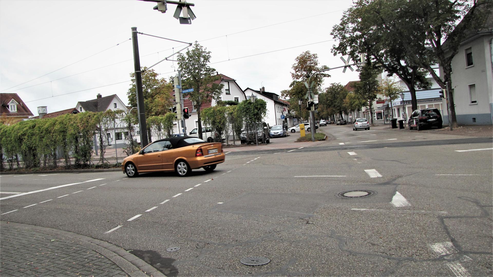 Straße, ein Auto