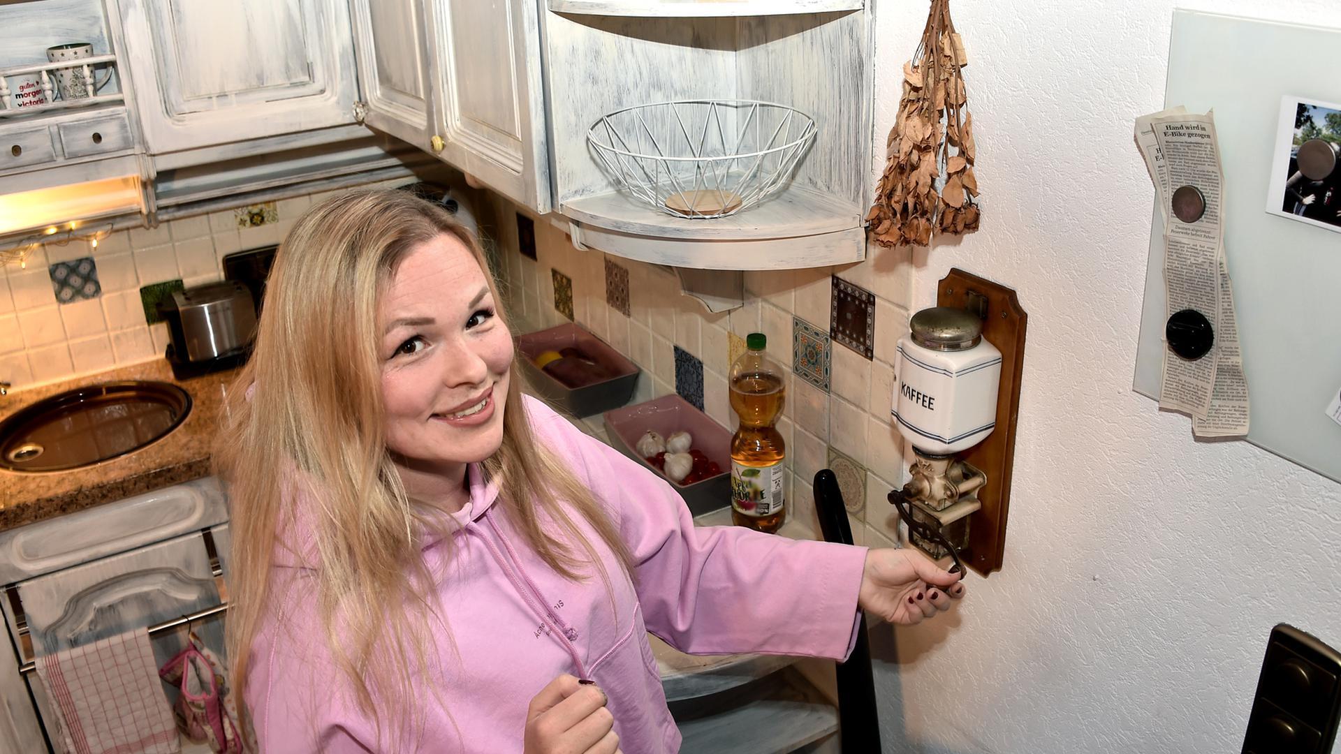 Frau Küche Blick von oben