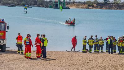 Zu einem Großeinsatz am Epplesee sind am Samstagnachmittag Rettungsdienst, DLRG und Feuerwehr gerufen worden.