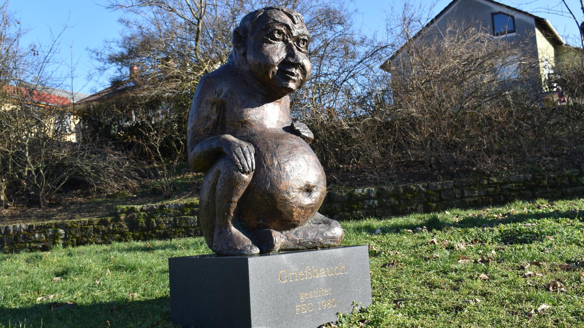 """Satt und zufrieden: Der """"Grießbauch"""" symbolisiert den Spitznamen der Forchheimer. Gestiftet wurde die Skulptur vom Forchheimer Elferrat-Club """"Die Grießbäuch""""."""