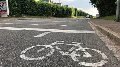 Diese Schutzstreifen für Fahrradfahrer in Wolfartsweier bestehen dank einer Ausnahmegenehmigung seit 2016.