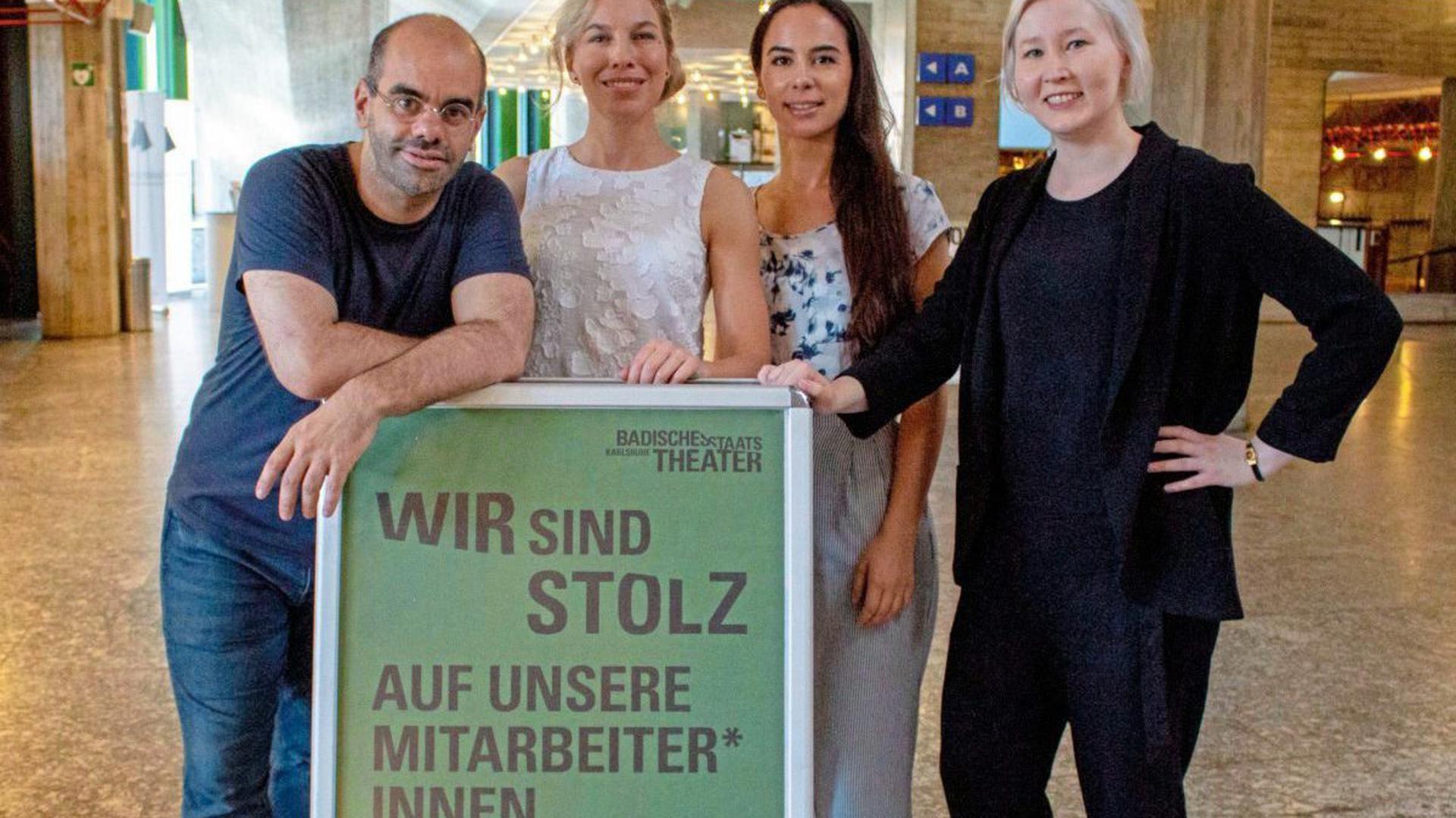 Das Badische Staatstheater in Karlsruhe hat mit einem Plakat und einem Facebook-Post öffentlich auf die Anfrage der AfD im Landtag reagiert.