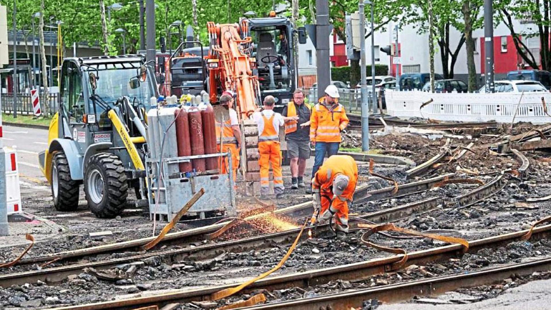 Alles muss raus: Die besonders beanspruchten Gleisbögen der Straßenbahn an der Kreuzung Brauerstraße/ Ebertstraße müssen nach 19 Jahren erneuert werden.