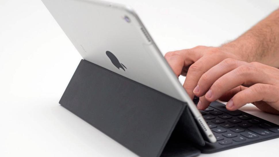 Ob Zuhause oder unterwegs: Mit seinem neuen Tablet kann sich der heutige Gewinner stets auf dem aktuellen Stand halten.