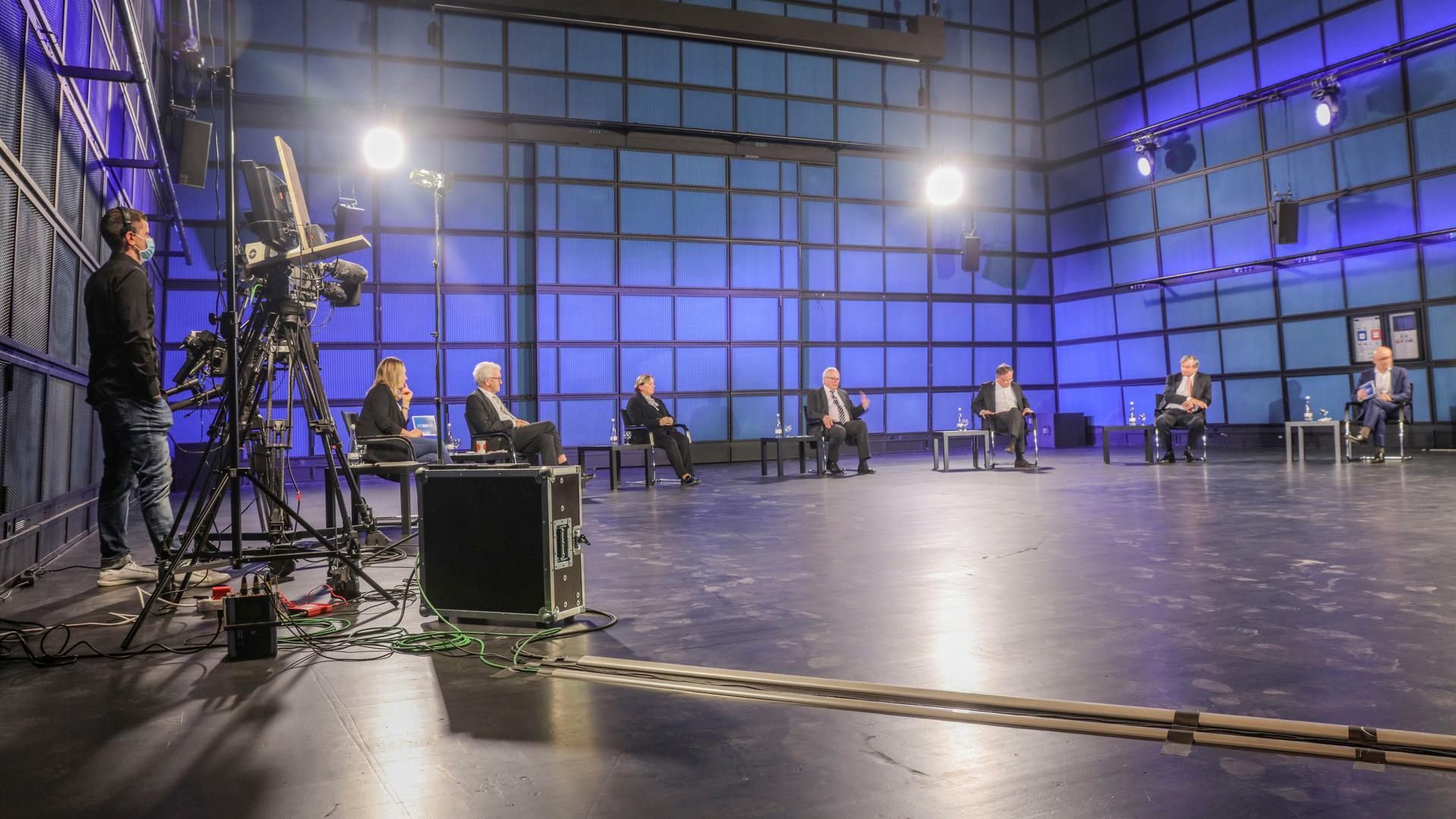 Damit alle genügend Abstand haben, diskutierten die Spitzenkandidaten beim BNN-Forum im weitläufigen ZKM.