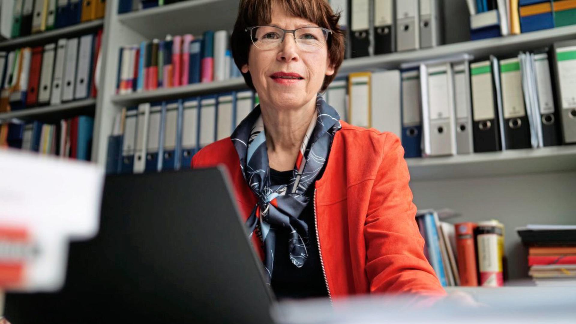 """Annette Treibel-Illian ist Leiterin des Master-Studiengangs """"Interkulturelle Bildung, Migration und Mehrsprachigkeit"""" an der Pädagogischen Hochschule Karlsruhe."""