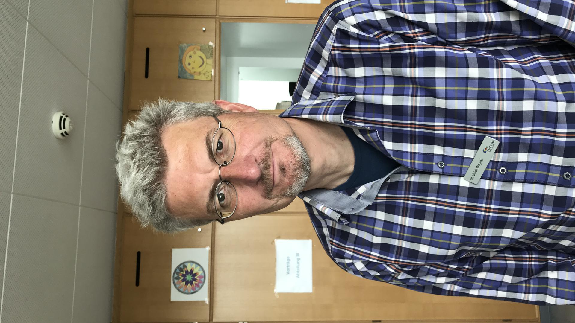 Von Haus aus ist Ulrich Wagner Mediziner. Ihm unterliegt nicht nur die Abteilung Gesundheitsschutz, er ist zudem stellvertretender Leiter des Gesundheitsamts Karlsruhe. Dort arbeitet er seit über 20 Jahren.