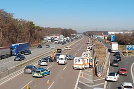 Am Samstagnachmittag kam es auf der A5 bei Bruchsal zu einem Unfall mit vier Fahrzeugen.