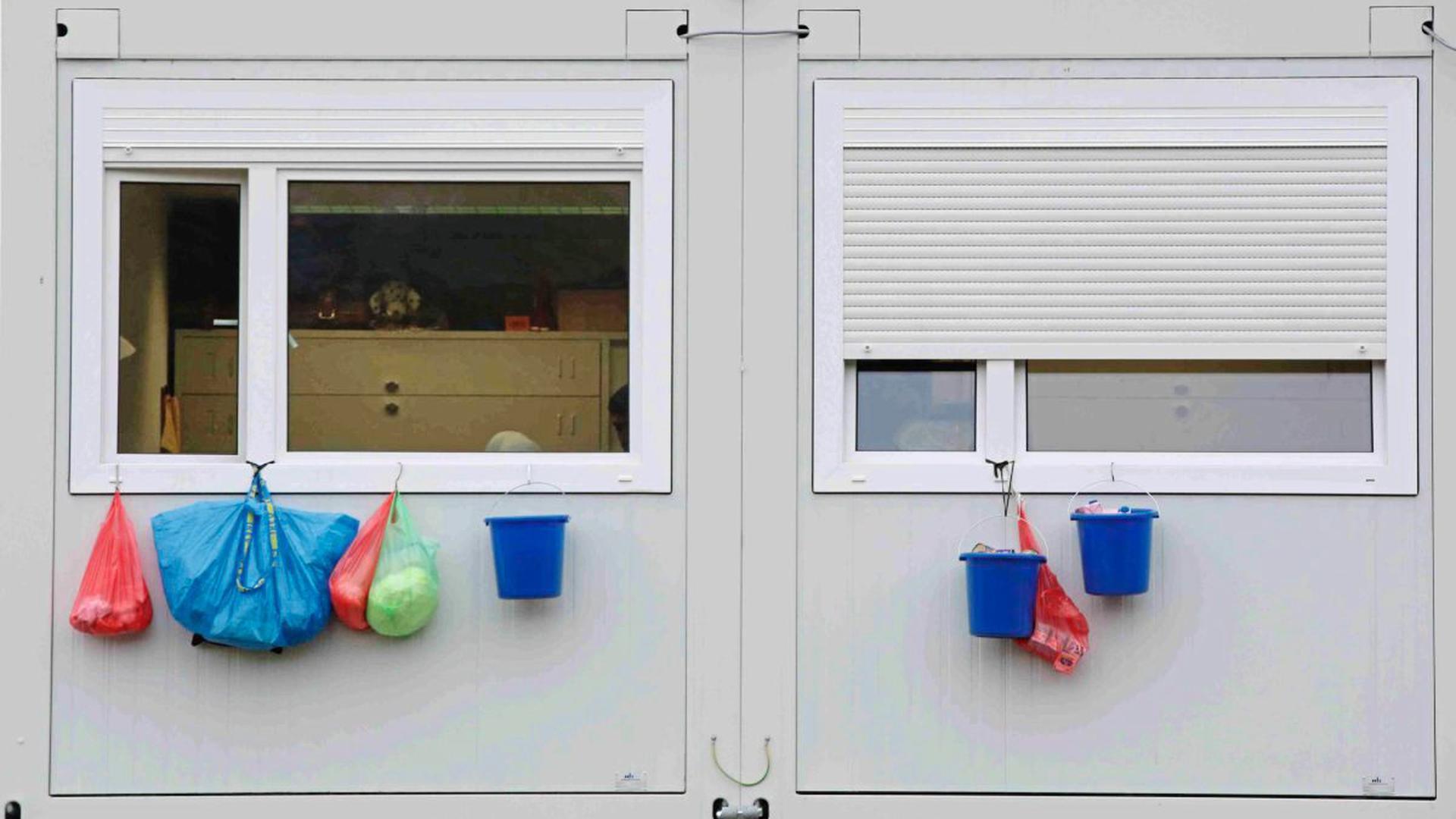 Wegen der Corona-Pandemie entstehen rund um Karlsruhe neue Einrichtungen für die Aufnahme und Unterbringung von Flüchtlingen (Symbolbild).