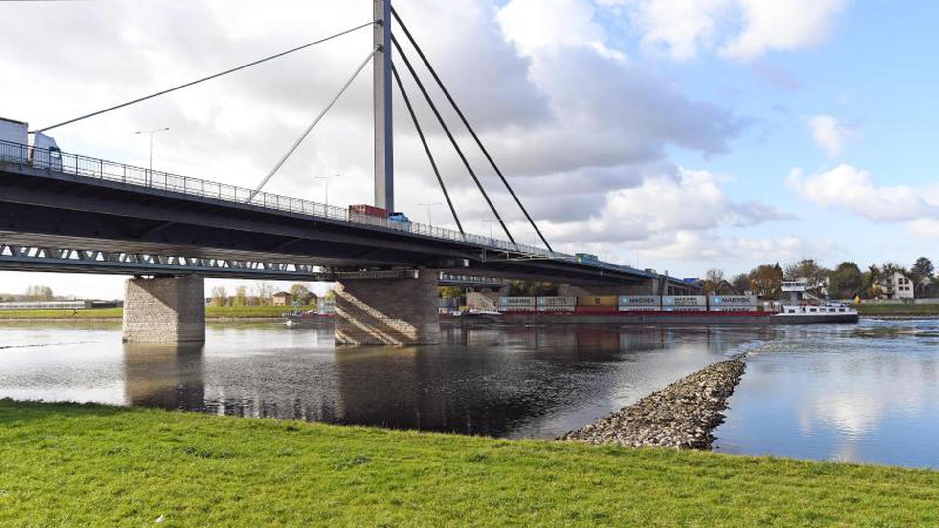 Rheinbrücke zwischen Karlsruhe und Wörth