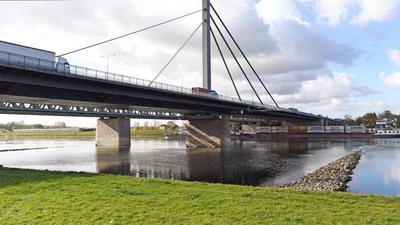Die Rheinbrücke Maxau verbindet Wörth und Karlsruhe