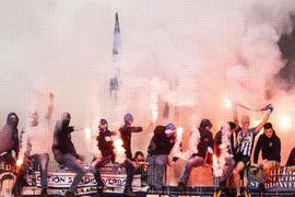 Karlsruher Fans zünden Pyrotechnik