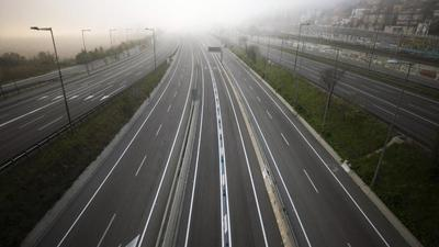 Leere Autobahn in Richtung Barcelona